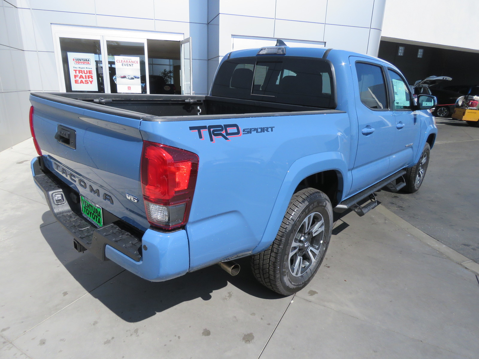 New 2019 Toyota Tacoma 2WD TRD Sport Double Cab 5' Bed V6 AT (Natl)