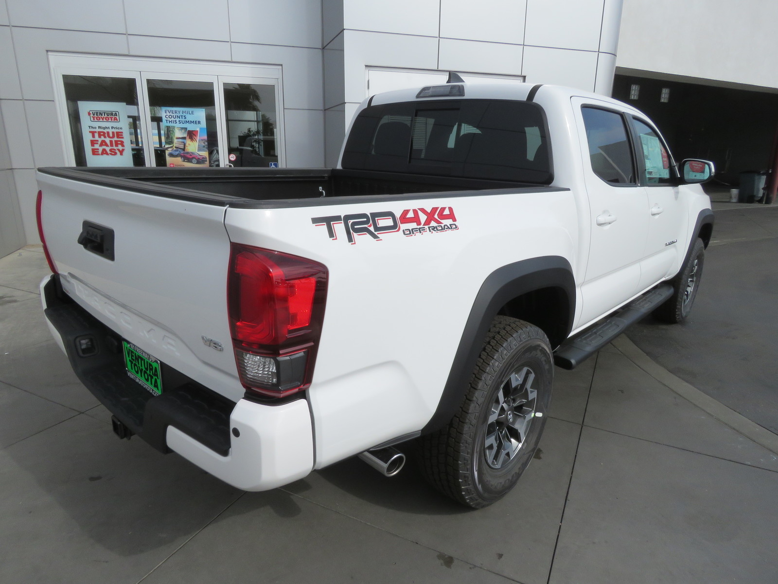 New 2019 Toyota Tacoma 4WD TRD Off Road Double Cab 5' Bed V6 AT (Natl)