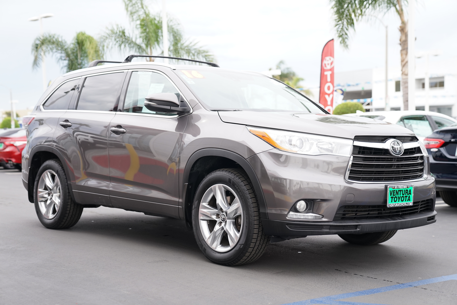 Pre-Owned 2016 Toyota Highlander AWD 4dr V6 Limited