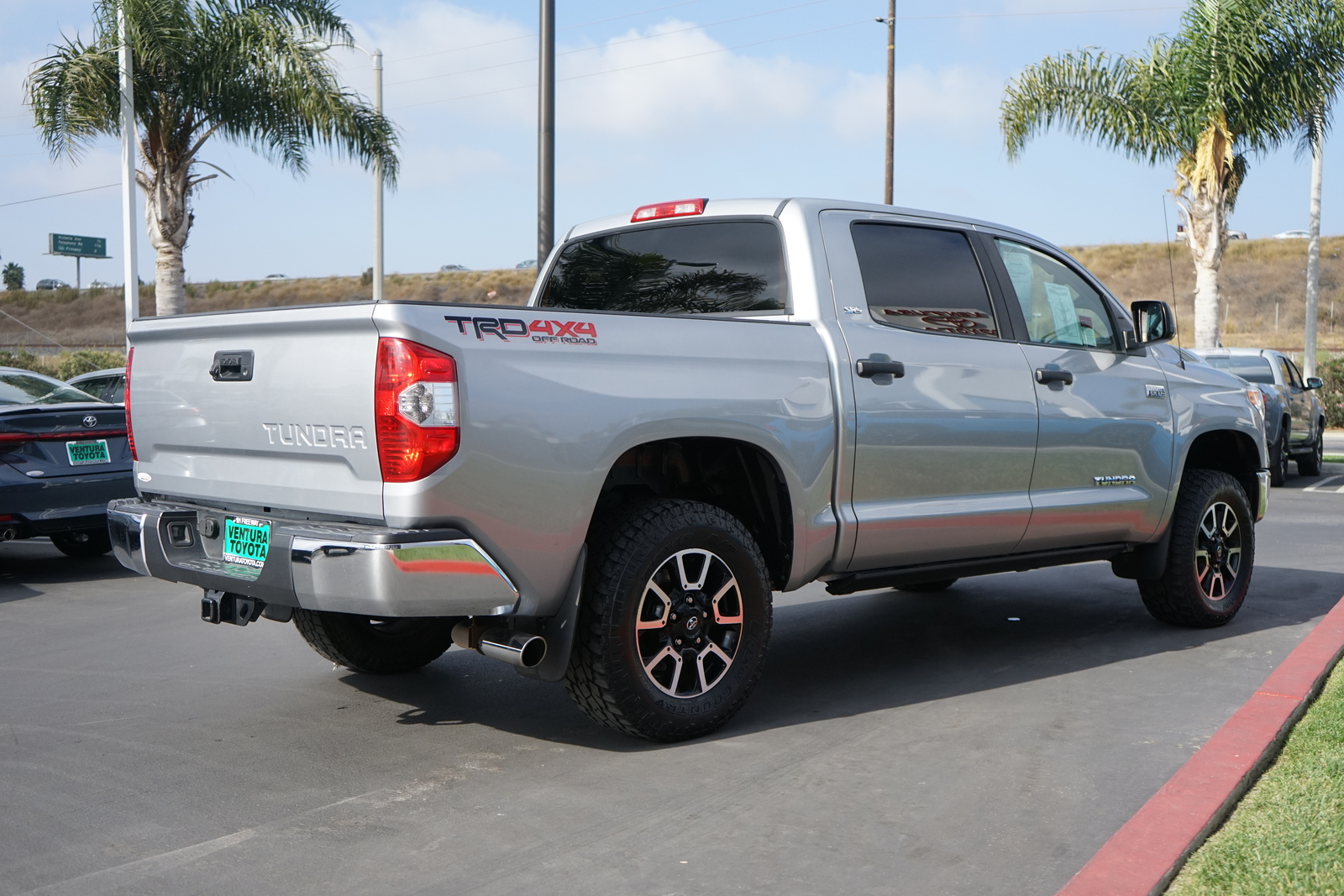 Pre-Owned 2014 Toyota Tundra 4WD CrewMax 5.7L V8 6-Spd AT SR5