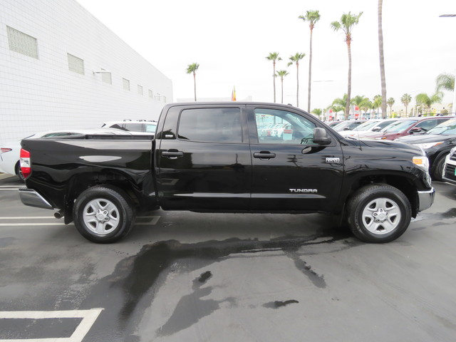 Certified Pre-Owned 2016 Toyota Tundra CrewMax 5.7L V8 6-Spd AT SR5