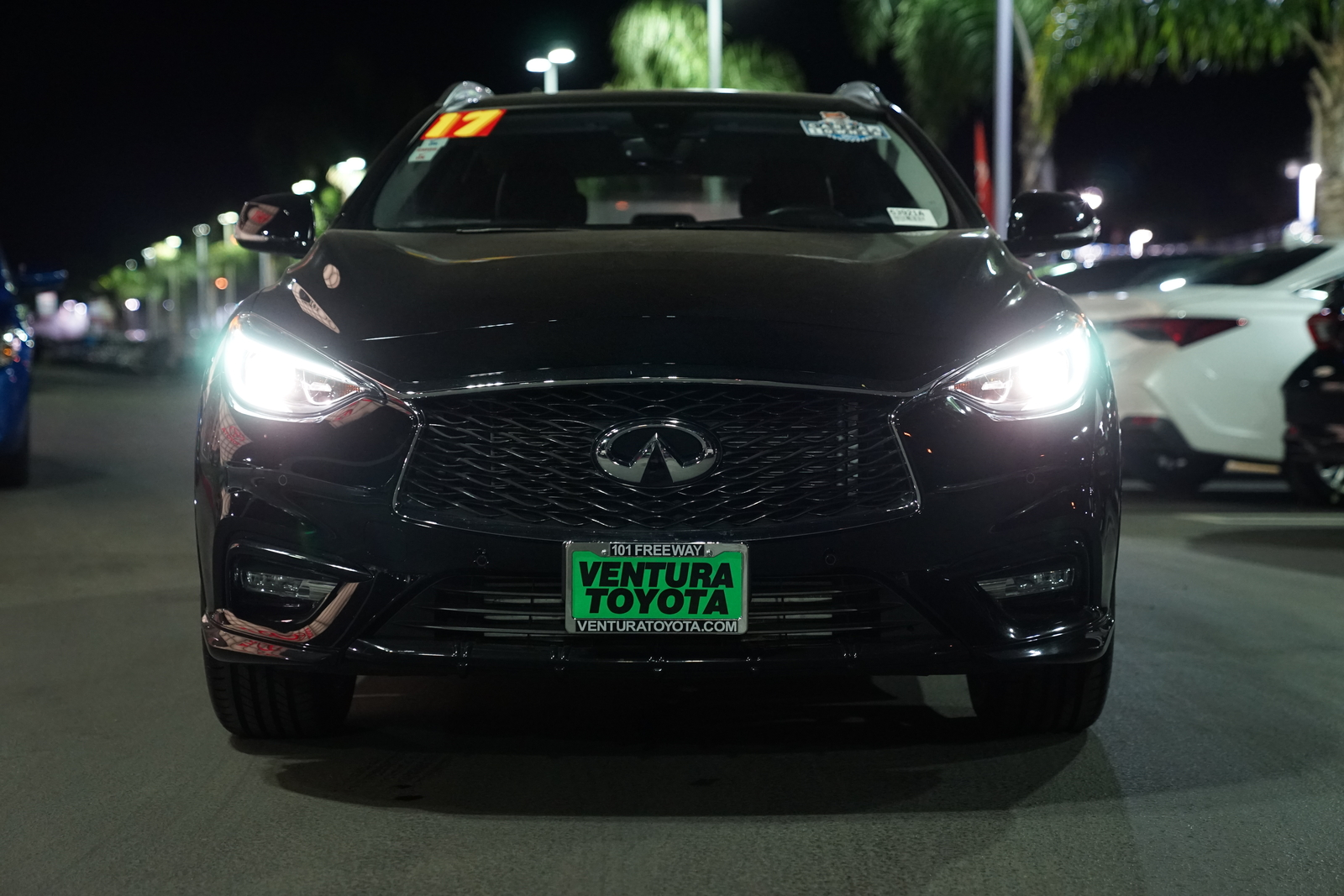 Pre-Owned 2017 INFINITI QX30 FWD