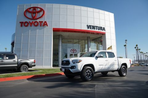 Certified Pre-Owned 2018 Toyota Tacoma SR5 Double Cab 5' Bed V6 4x2 AT