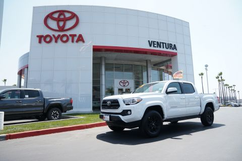 Certified Pre-Owned 2017 Toyota Tacoma SR5 Double Cab 5' Bed V6 4x2 AT